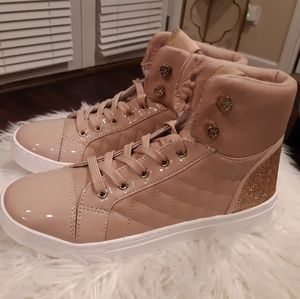 NWT Guess Mauve Patent Leather Sneakers Size: 8